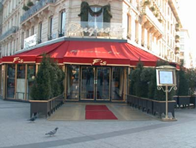 J ai pris mon petit d jeuner au fouquet s le blog de la for Showroom cuisine paris